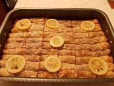 Potrebno: pakovanje kora za baklavu, 500 gr suvih ljiva bez kotice, kesica cimeta, 1 vanil-eer, 300 gr mlevenih oraha, 1 margarin, ulje, eer, limun