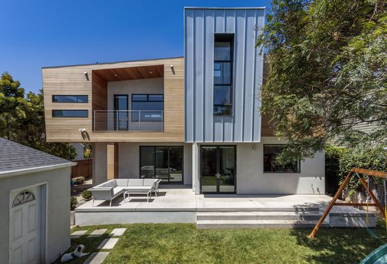 Modern Home With Exterior House Wood Siding Material Stucco Siding Material And Metal Siding Material Back O House Styles Modern House Modern House Design