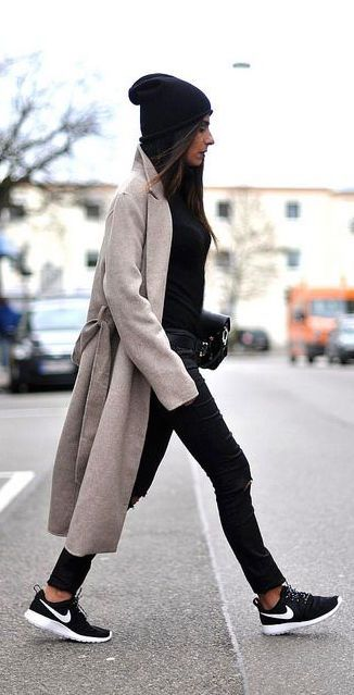 oversized coat + black everything: