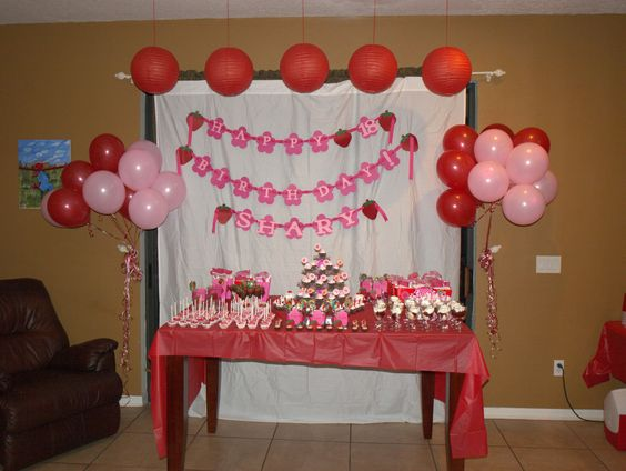 Strawberry birthday party shary 39 s strawberry shortcake for 18th birthday decoration