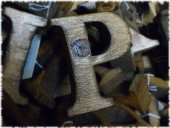 (こちらは単品での販売ページです^^)~~~~~~~~~~~~~~~~~~~~~~~~~~~~~~~wood taroの看板作品といえばやっぱりアルファベット...|ハンドメイド、手作り、手仕事品の通販・販売・購入ならCreema。