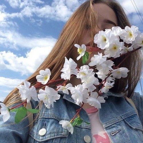 Imagem de girl, flowers, and sky