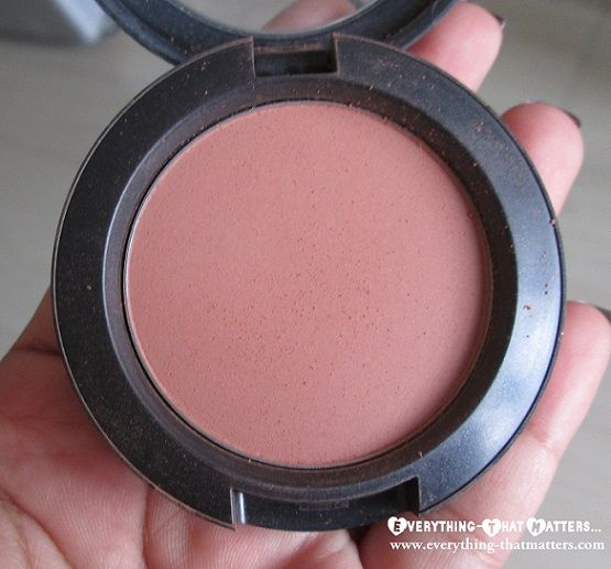 """MAC Sheertone Blush """"Gingerly"""" http://www.everything-thatmatters.com/2013/08/mac-gingerly-blush-swatch-review-and-fotd.html"""