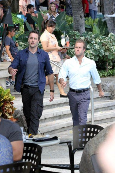 Hawaii Five-O on the set - oh dear, they're starting to walk alike...