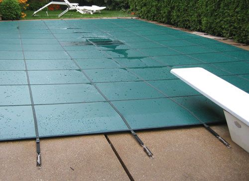 Center Drain Panel On The Spp Aqua Master Solid Safety Cover Allows Rain To Slowly Seep Thru Super Mesh Fabric Pool Cover Pool Safety Covers Safety Cover