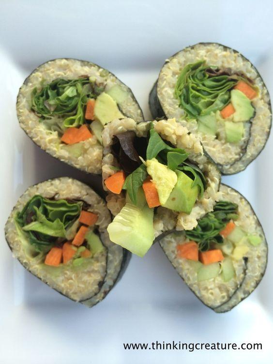 Суши из киноа с овощами.