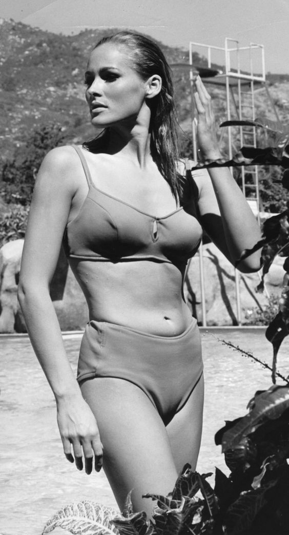 12 icônes vintage stars de la plage : Ursula Andress, en 1964. © Getty Images