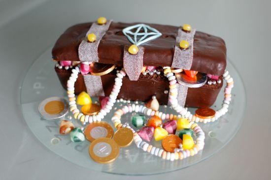 gâteau coffre chasse au tresor http://danslesboitesdeliaure.com/