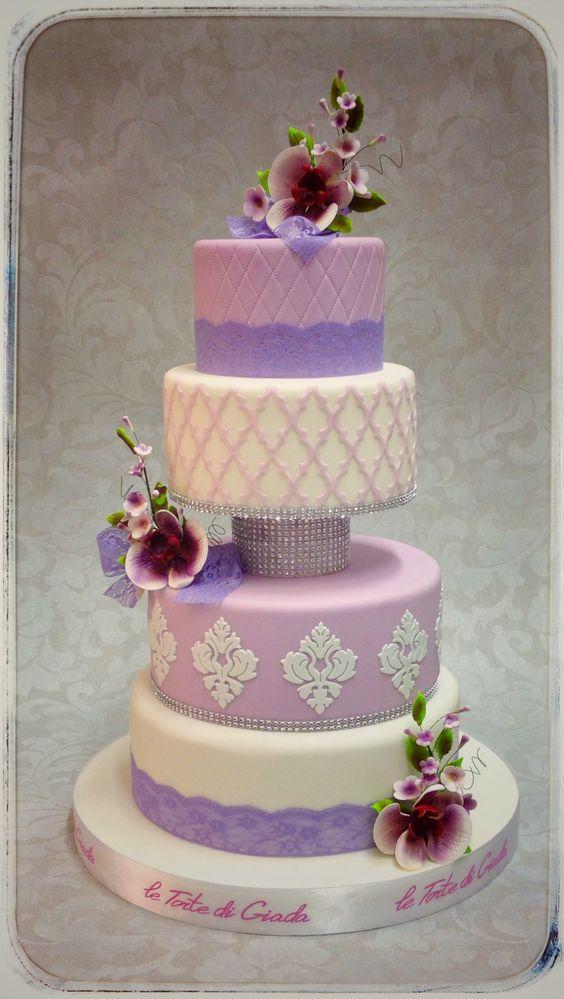 Wedding Cake colori pastello per la prossima primavera , copertura in pasta di zucchero , porzioni minimo 70 per questa torta a piani de Le Torte di Giada a Brescia