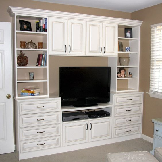 A great custom home theater / wall unit that maximizes storage ...