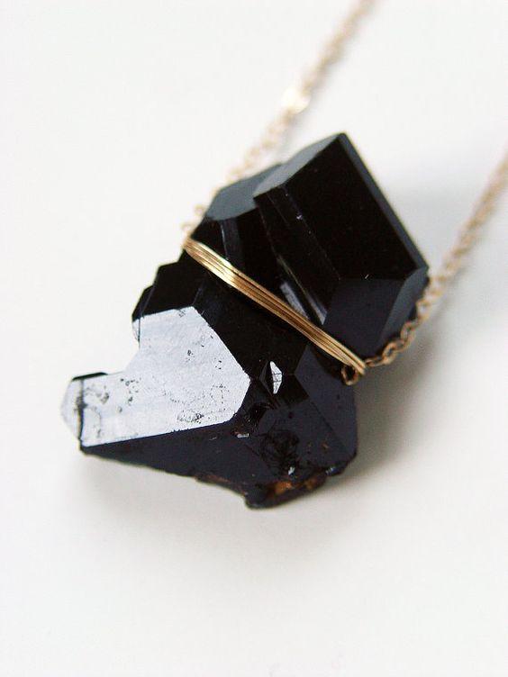 ON vente Tourmaline noire cristal or collier - OOAK POUR LUTTER CONTRE ELECTRICITE STATIQUE