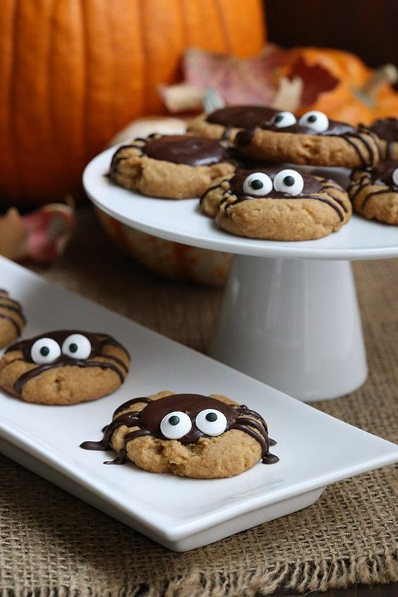 Sweet little spider cookies for Halloween - low carb / sugar free & keto friendly /low carb/low carb  snacks/keto treats/ keto halloween/keto treats for halloween/low carb dessert/ keto snacks/keto dessert for halloween/keto recipes for halloween/Easy keto recipes/keto chocolate/halloween food/creepy halloween food/spooky treats/halloween party food/halloween party ideas/