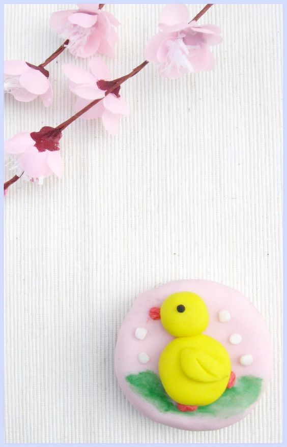 DIY Easter Chick Cupcakes (by Belle Cake Topper and Mould) via Bird's Party Blog
