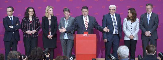 SPD-Spitze mit Heiko Maas (l.), Sigmar Gabriel (m.): Fragen hilft nicht immer