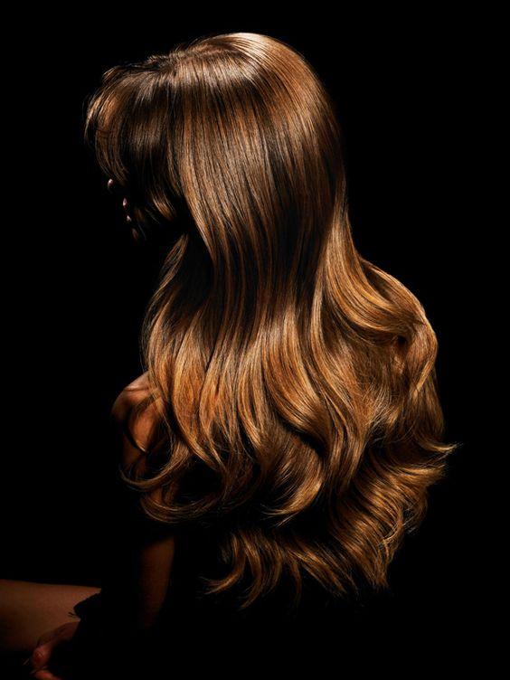 Die Follea Topette Crown Extensions sind Oberkopf-Haarteile, die vor allem Frauen mit dünner werdendem Haar oder kreisrundem Haarausfall helfen können. Die