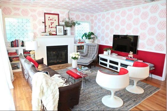 Red details in living room/den
