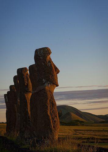 Moais en el Ahu Akivi, Rapa Nui, Chile