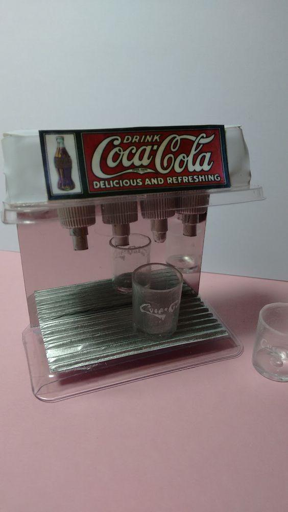 Mi mundo de miniatura: Dispensador CocaCola retro
