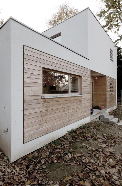 Cette maison est une des premières réalisations en panneaux de bois massif