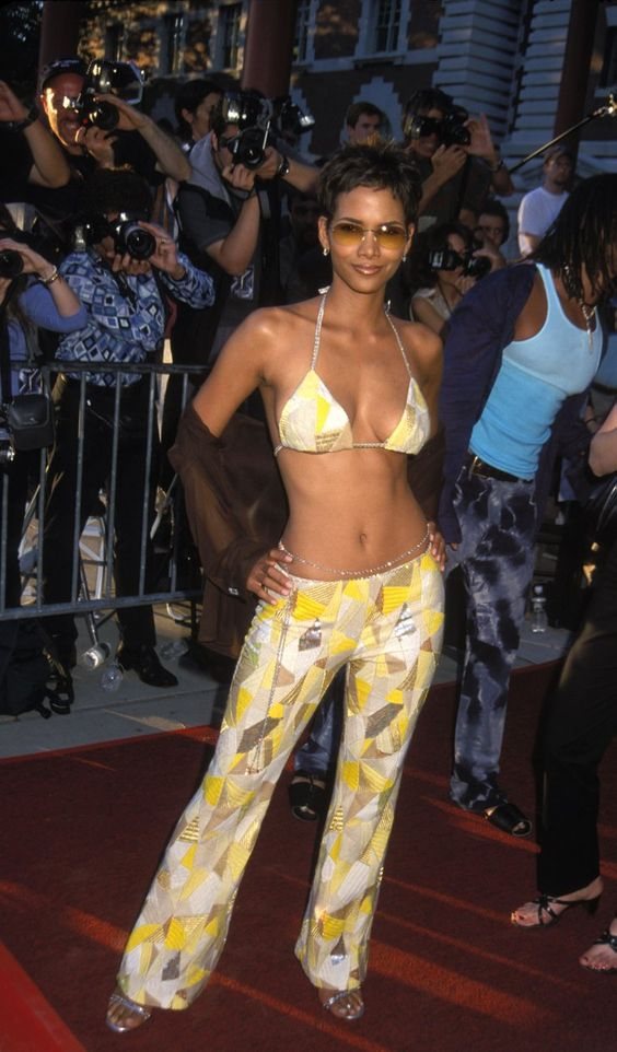 Pin for Later: Halle Berry's Hottest Bikini Moments!  Halle showed off her abs during the July 2000 Ellis Island premiere of X-Men.