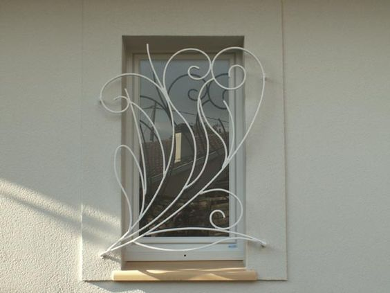 صور ديكورات نوافذ حديدية خارجية في هذا الموضوع سنتناول مجموعة من أفضل اشكال الشبابيك الحديدة الخارجية للمنازل Home Building Design Iron Decor Iron Windows