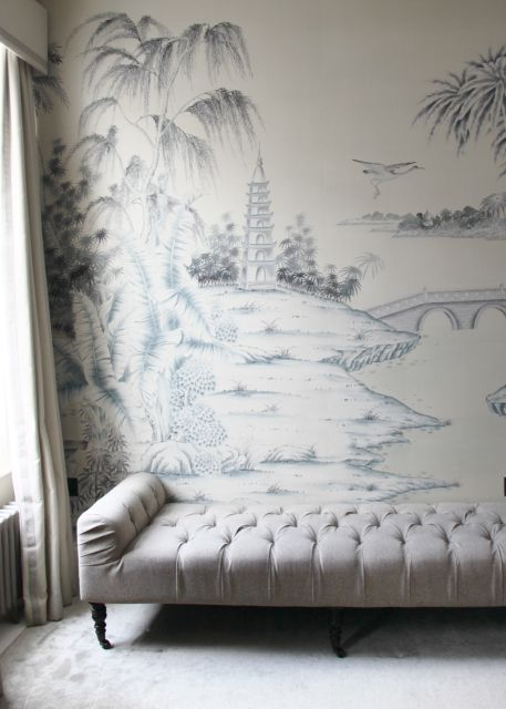Sofas wallpapers and chinoiserie on pinterest for Asian mural wallpaper