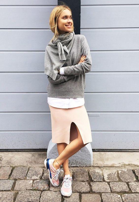 Maxi sweater + pollera tubo + maxi remera + zapatillas = comodisimo + cancherisimo!