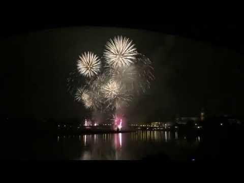 Silvester Feuerwerk in Dresden 2015 mit Blick auf Königsufer und Augustusbrücke - YouTube