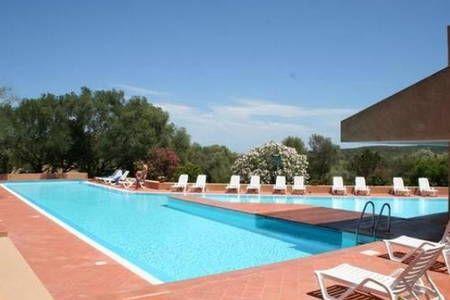 Dai un'occhiata a questo fantastico annuncio su Airbnb: Trilocale Stazzo Pulcheddu piscina - Townhouses in affitto a Pulcheddu