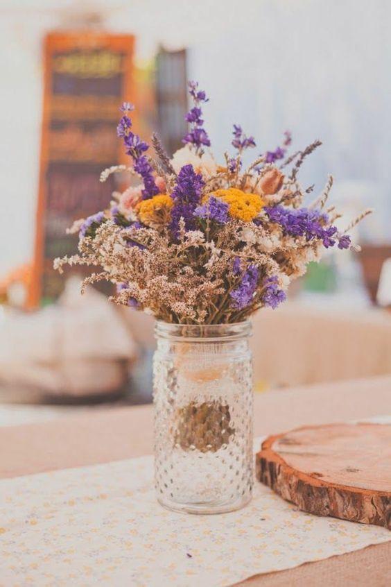 [#DIY] : Vous n'avez pas pu passer à côté de la tendance des fleurs séchées 🥀🌸 Pourquoi ne pas fabriquer vous-même un joli bouquet de fleurs séchées pour un évènement ou pour votre déco d'intérieur ? Retrouvez dans notre derner tuto sur le blog toutes les infos pour pour pouvoir le faire