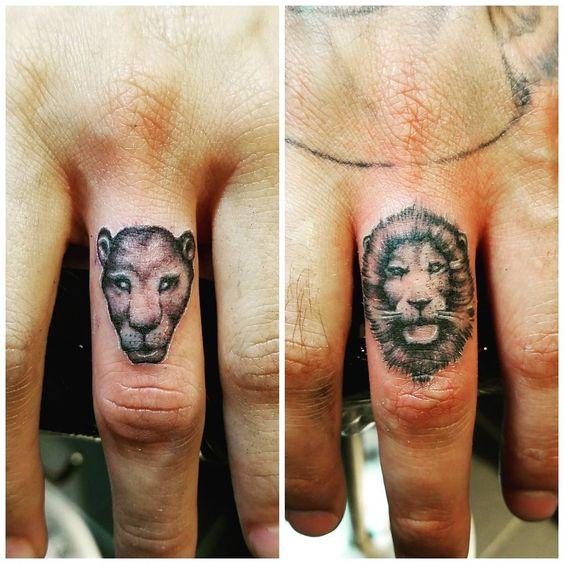2 small tats to finish the day. #hisandhers #ellayel #elyella #matchingtattoos #tattoosforcouples #couplestattoo #fingertattoo #blackandgraytattoo #singleneedletattoo #liontattoo #leon #tatuaje #tatuador #tattooist #artist #eddiegomez #santaluztattoo #mcallen