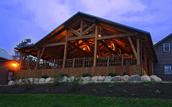 The Dining Room At Bristol Harbour In Canandaigua New York Has Queen Post Trusses Accented With Metal Tension Rods Pinterest și Camere De