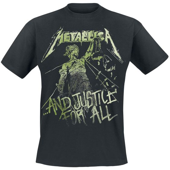 """- mit Druck auf der Vorderseite - Kragenform: Rundhals - Ärmellänge: 1/2 Arm  Passend zum vierten Studioalbum kommt das locker geschnittene T-Shirt """"… And Justice For All – Vintage"""" T-Shirt in Schwarz von Metallica. Auf der Vorderseite prangt großflächig das Cover des Albums. Der Kragen ist in runder Form, die Ärmel sind in 1/2-Arm-Länge gestaltet."""