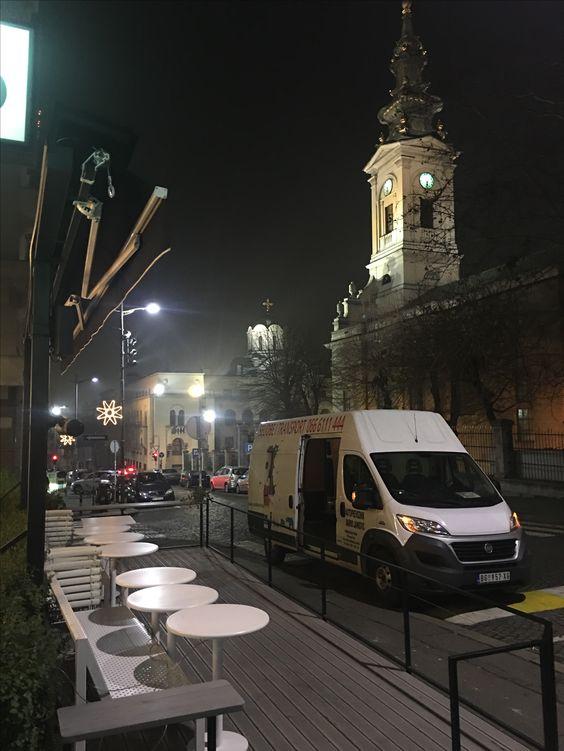 Selidbe restorana noću