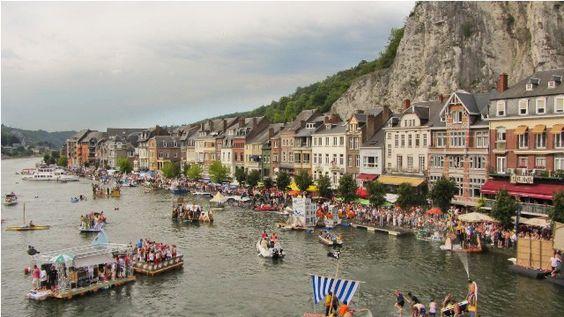 Curioso Evento: Regata de Bañeras en Dinant (Bélgica)