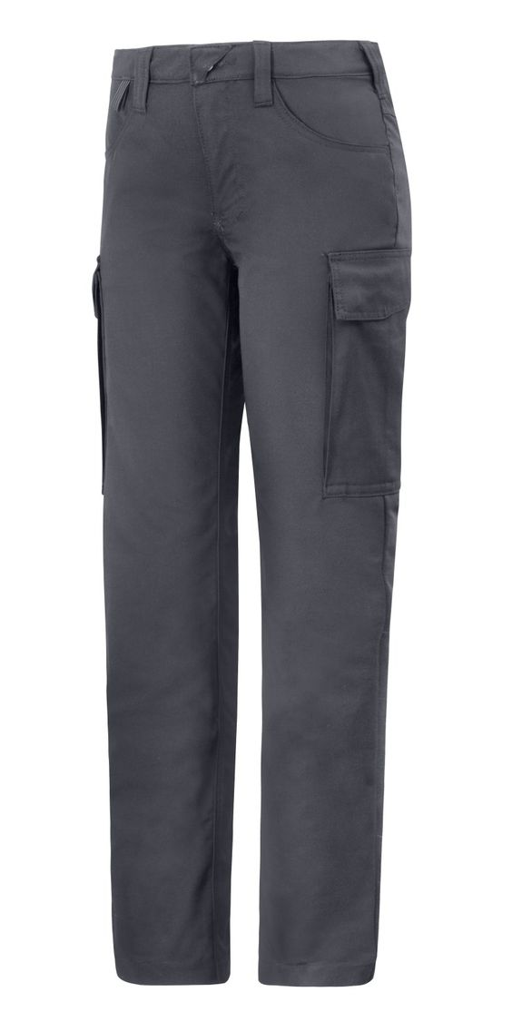 Deliver the best service possible and be comfortable at the same time. These women's service trousers are made of soft and stretchy fabric that will look good and are easy to care for. They are dirt-repellant as well. Available in black, grey, steel grey and navy. - Snickers Workwear Artnr. 6700