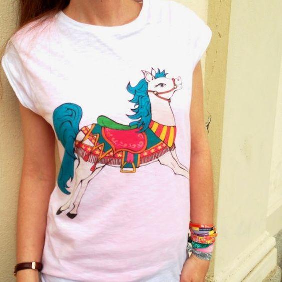 #cavallo #giostre #Teesh #collana #shorouk #pumps #beigenud #fashionblog #fashionblogger #accessories #designer #illustration #illustrator #girl #tshirt #horses #colorful #fashion #carousel #necklace #bijoux #lunapark