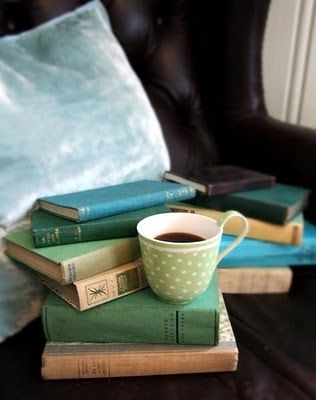Here we have the ideal situation. A pillow, many books (yes MANY) and a cup of coffee. Ideal setting:)