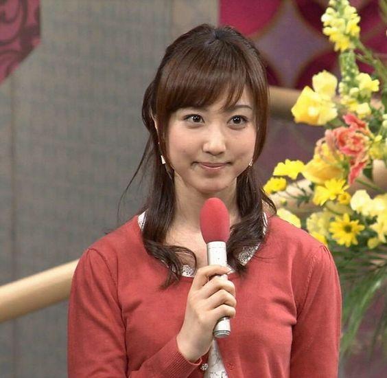 川田裕美アナウンサーの赤い衣装