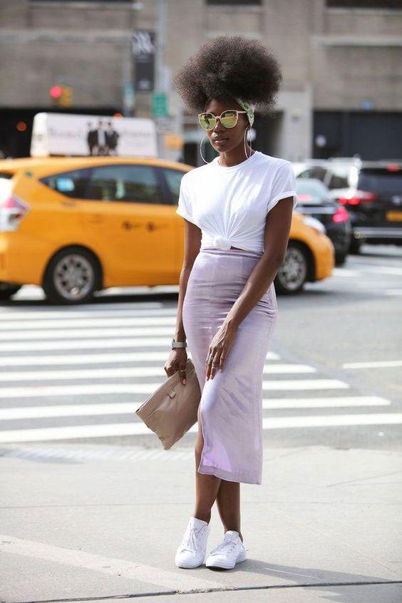 it girl - camiseta-basica-saia-tenis - camiseta - meia estação - street style
