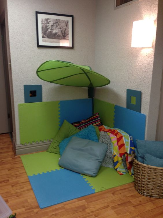 Safe place kids corner and the floor on pinterest for Kids reading corner ideas