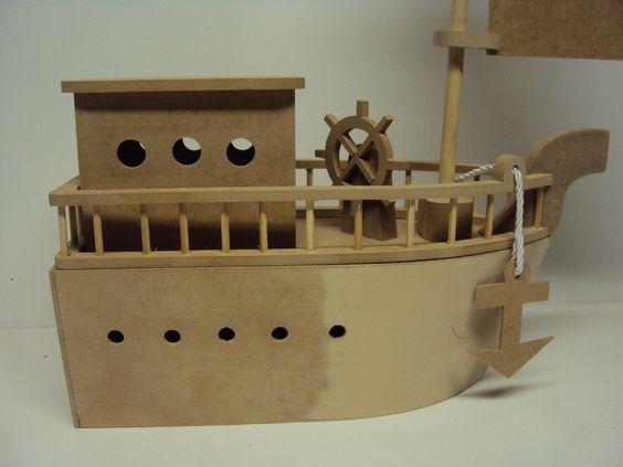Barco pirata mdf com casinha porta treco teto solto decoração festa aniversario 30 cm enfeite de mesa <br> <br> <br>Peça em mdf fornecida sem pintura. <br>Acompanha o barco,ancora,vela,mastro,leme e casinha. <br> <br> <br>Tamanho: <br>Comprimento de 30 cm, altura de 45 cm