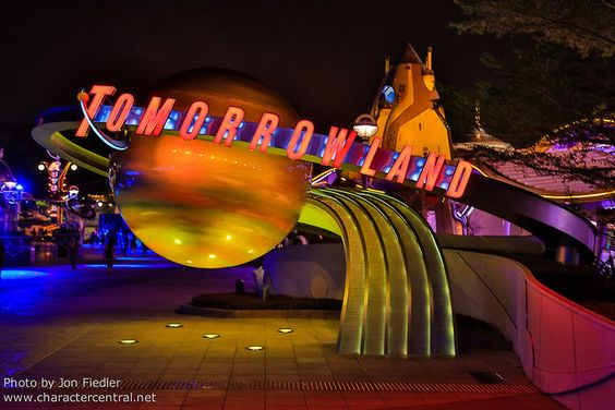 HKDL Oct 2012 - Wandering through Tomorrowland | Flickr - Photo Sharing!