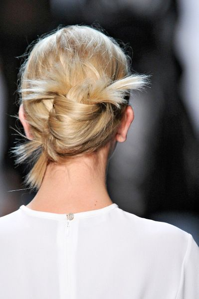 ✕ Messy-chic knot / #hairstyle