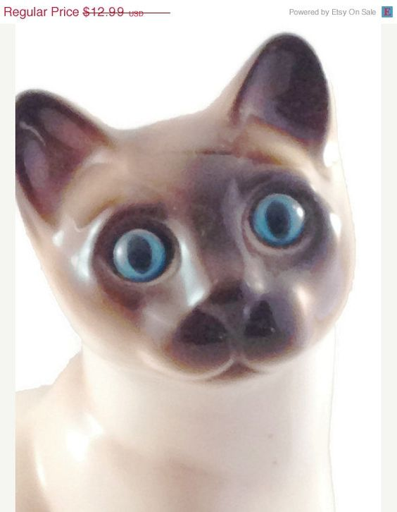 Siamese Cat Figurine with Stunning Blue Eyes by Enesco Designed Giftware, made in Korea #EtsyGifts #aroundio