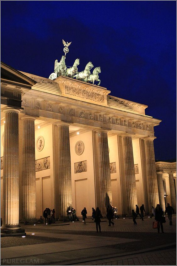 At The Brandenburg Gate In Berlin Germany Find Out What Else To See In This City Berlin Germany City Brandenburg Gate Berlin Germany