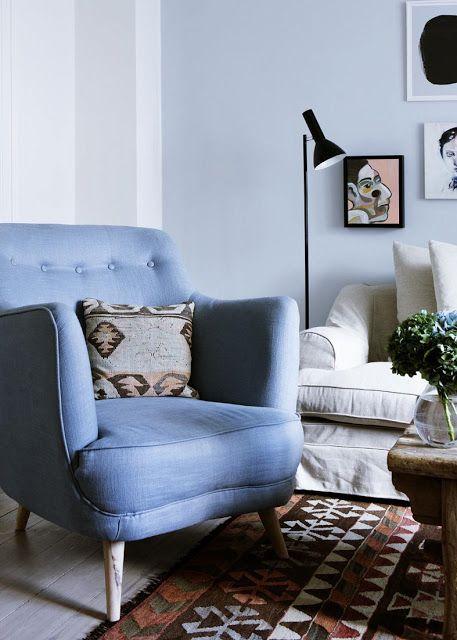 我們看到了。我們是生活@家。: 藍色的牆面與舒服的單椅,幾張藝術作品,我們來到Stephanie Gundelach的美麗家園