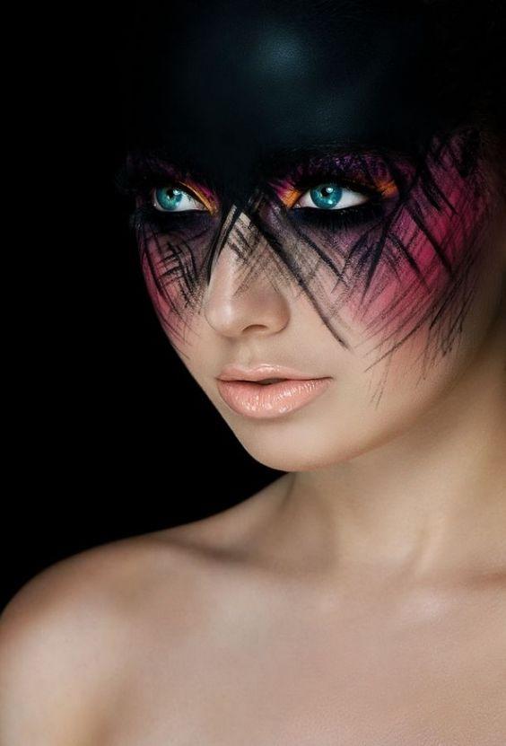 stylisches Augenmake-up-Grüne Farblinsen-Ideen für Halloween zum nachmachen