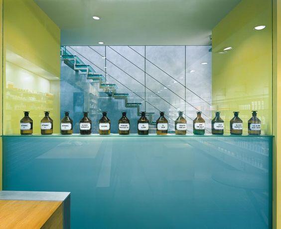 Hubertus Apotheke, Rezeptur hinter Glas