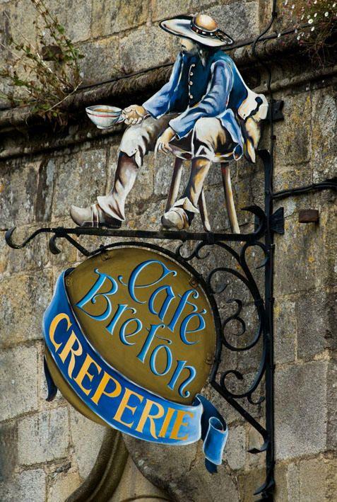 "Enseigne, Café Breton, Crêperie"" à Rochefort en Terre (Morbihan) France"